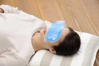 術後腫れを減らす-アイマスク 冷やす