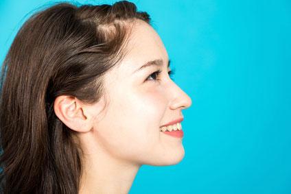 女性鼻、アゴプロファイル