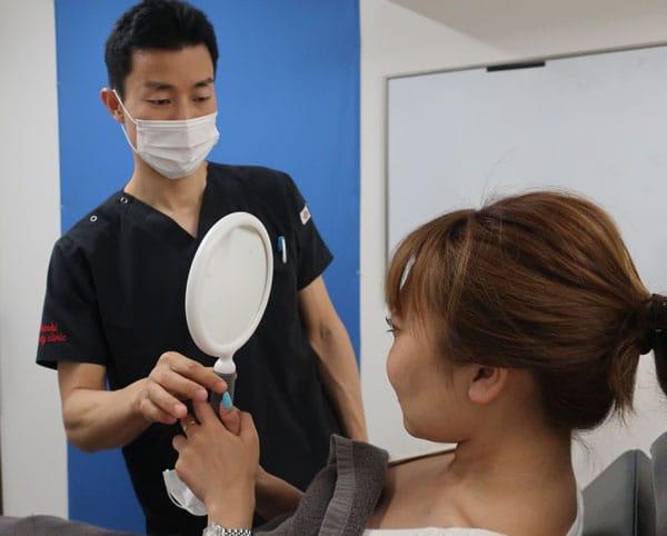 施術後鏡でチェックしてもらいます
