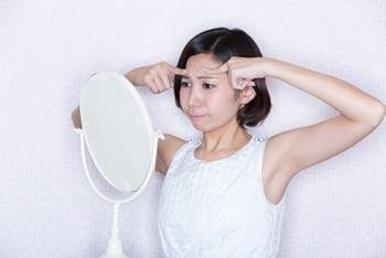 目尻や眉間、おでこのしわをボトックスで改善・治す方法
