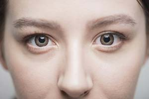 目を大きくする整形。切らないでデカ目にする方法